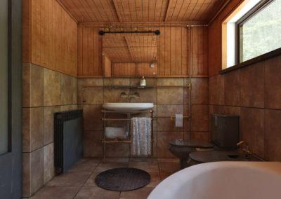 Łazienka zaprojektowana w stylu steampunkowym