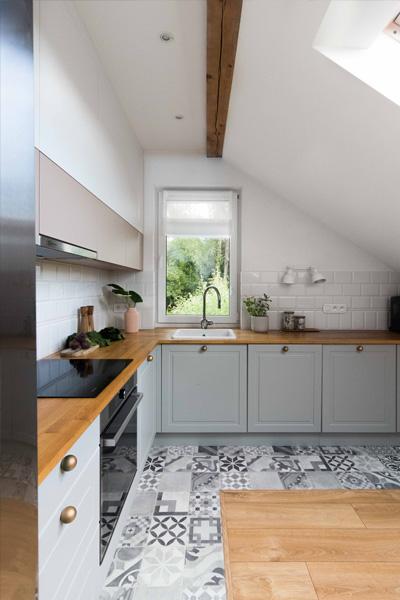 Kuchnia na poddaszu zaprojektowana przez studio hex